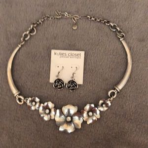 🎊🎊🎉🎉HOST PICK🎊🎊🎉🎉necklace 🌹 with earrings